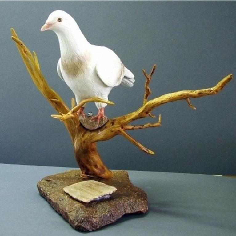 "Vogelplastik ""Taube"" (Keramik, Acrylfarbe, Wurzel, Naturstein)"