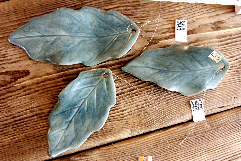 handgefertigte Keramikblätter