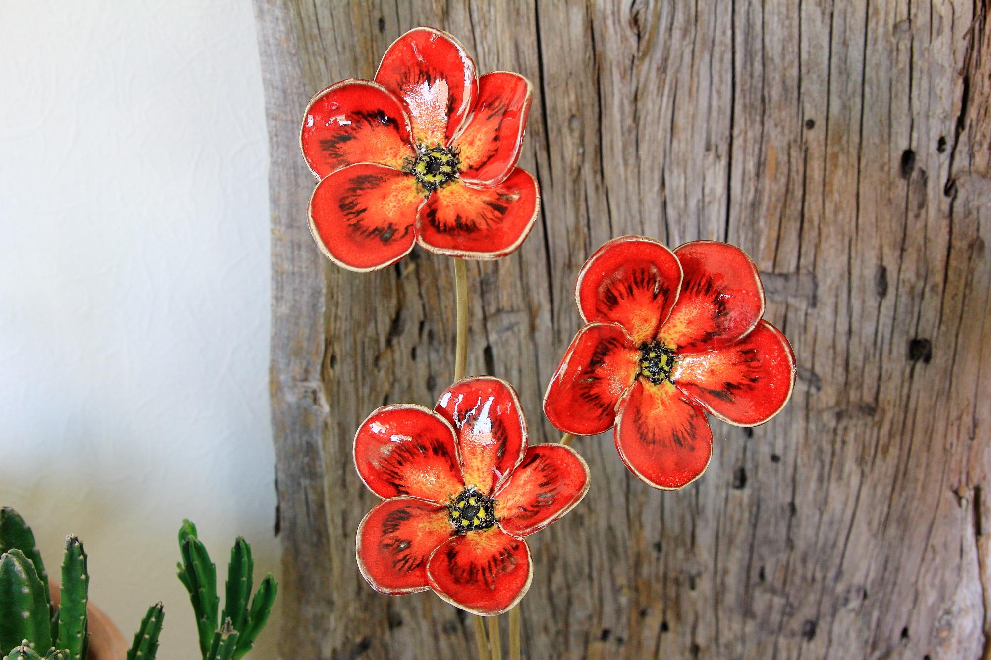 Mohnblumen, Blumen aus Keramik