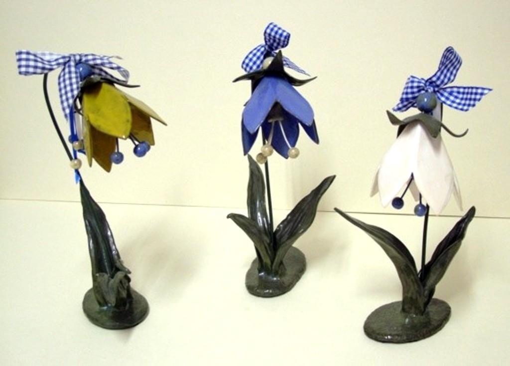 "Blumen ""Glockenblumen"" (handmodelierte Keramik, glasiert)"