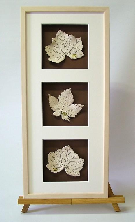 """""""Blätterobjektbild"""" (Keramik, Oxid, Holzrahmen mit Passepartout)"""
