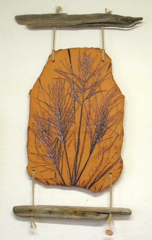 "Wandrelief ""Gräser"" (Keramik glasiert, Holz)"