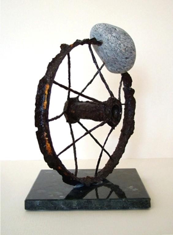 """Skulptur """"Lauf der Zeit"""" (Metall, Rost, Naturstein, Steinsockel)"""