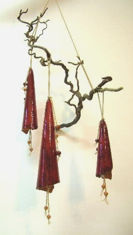 """Glocken"" (Keramik an Zweigen)"