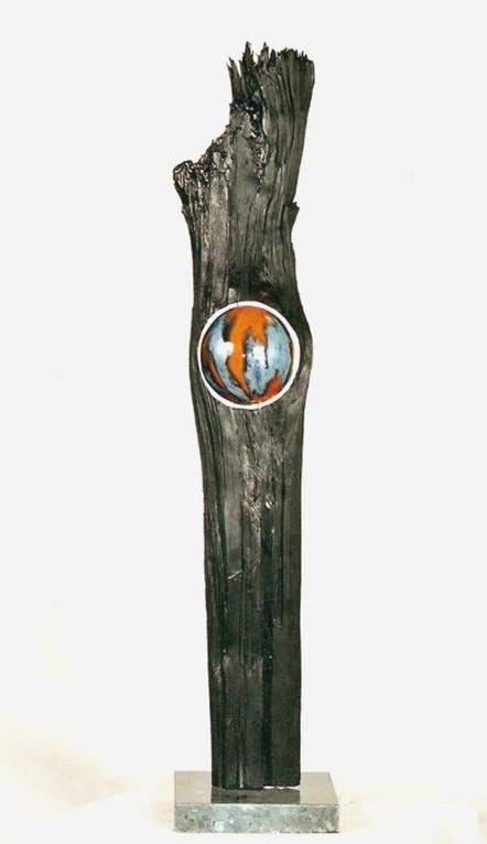 "Stehle ""Terra - V"" (Holz, Keramik glasiert, Acrylfarbe, Natursteinsockel)"