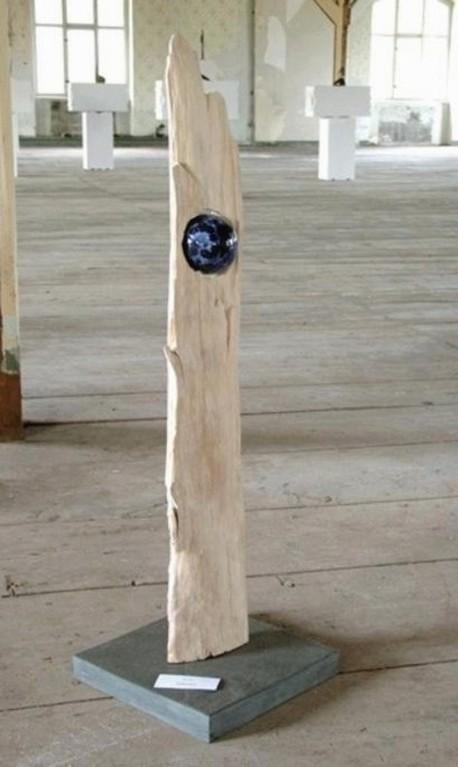 "Plastik ""Terra - IV"" (Holz, Keramik glasiert, Natursteinsockel)"