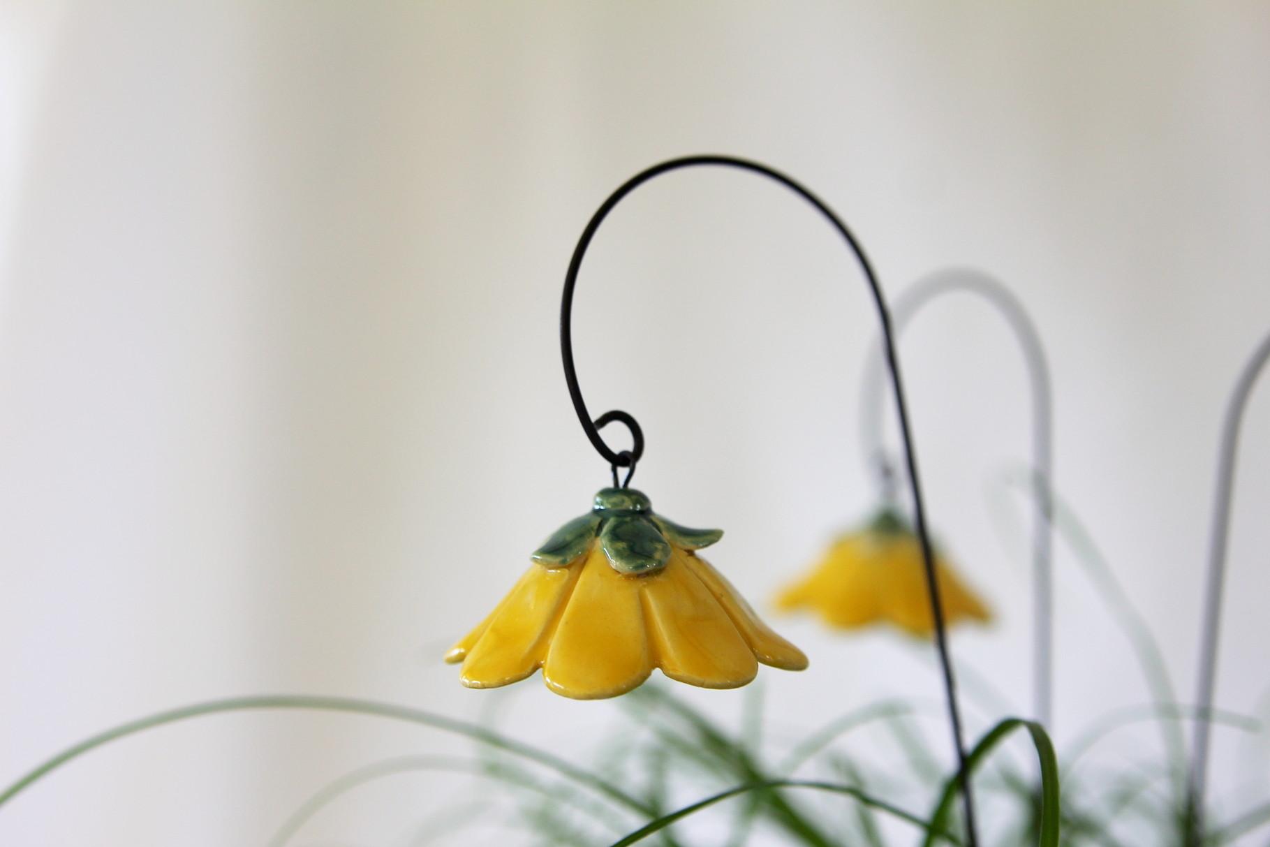 Blume, Glockenblume aus Keramik