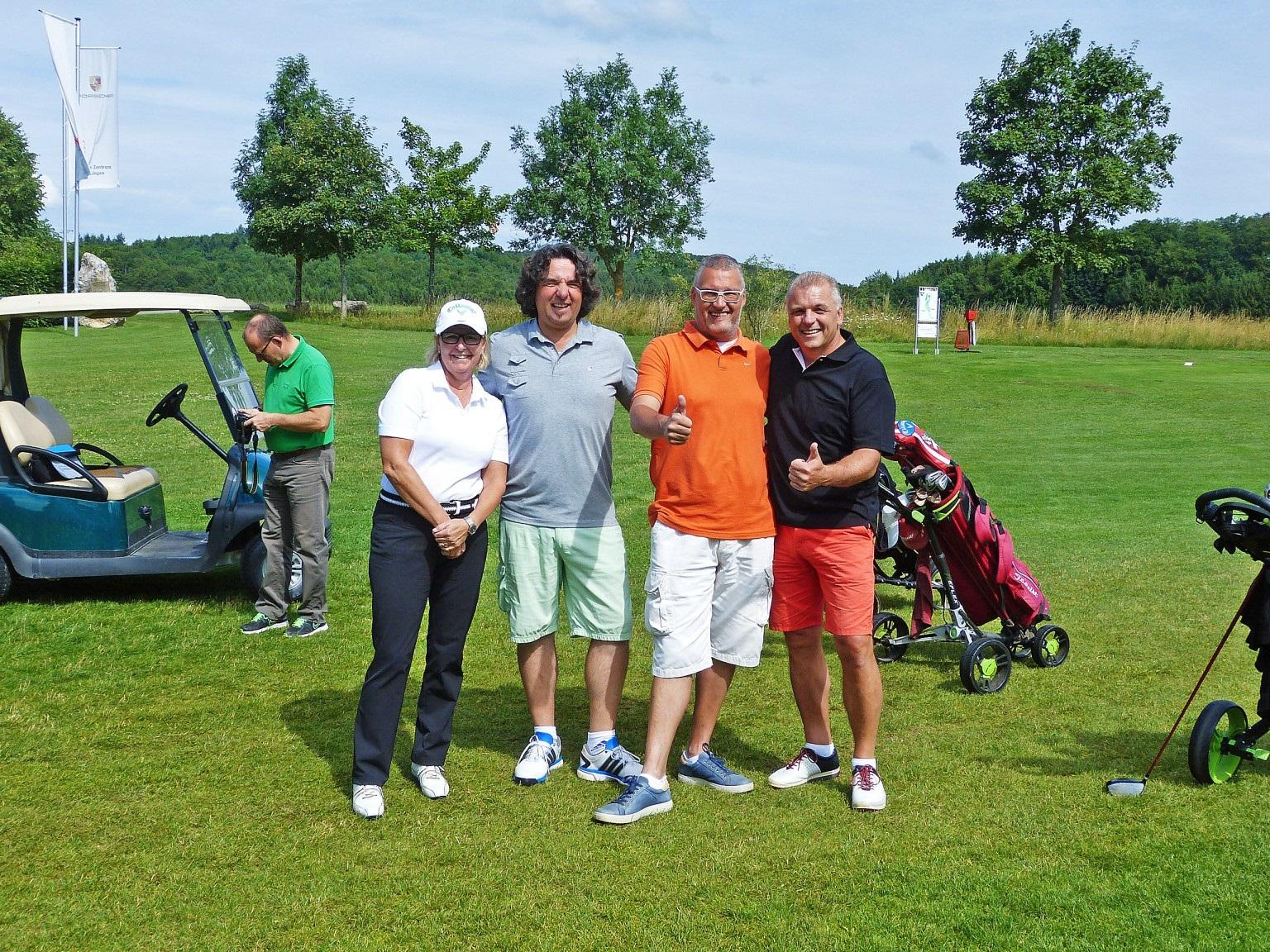 Der Flight des Turnierveranstalters (von links). Gisela Heusel, Erhard Wezel, Oliver Freudenmann und Rainer Wagner, Geschäftsführer der Moser-Tochter Grün- und Landschaftspflege GmbH & Co. KG.