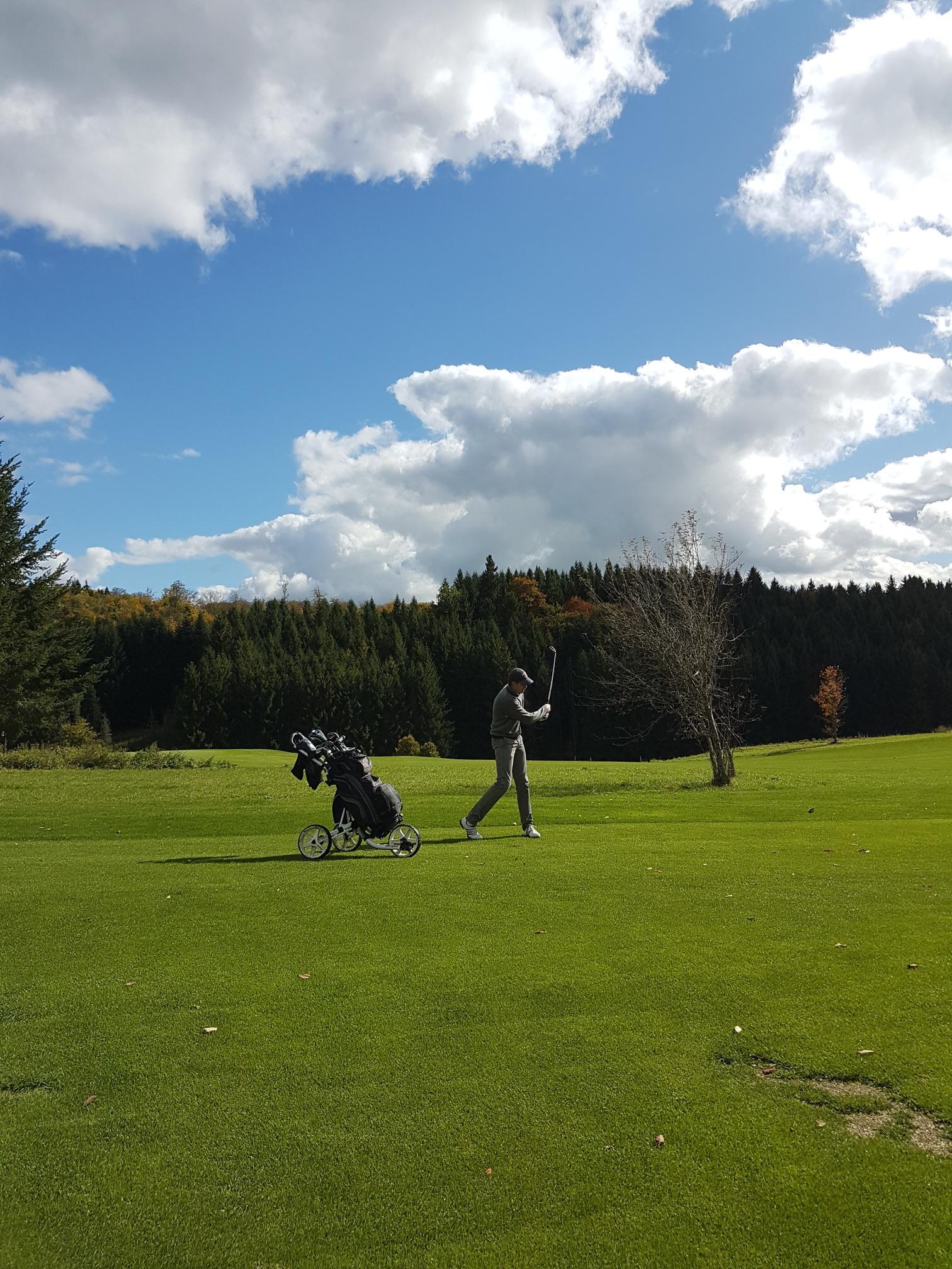 Die Wetterprognose war denkbar schlecht, doch die Sonne kämpfte sich um die Mittagszeit durch und bescherte den Teilnehmern einen rundum perfekten Golftag.