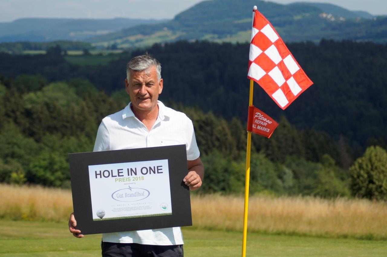 """Joachim Weber vom GC Hetzenhof  schaffte an der 6 A ein """"Hole-in-One"""""""