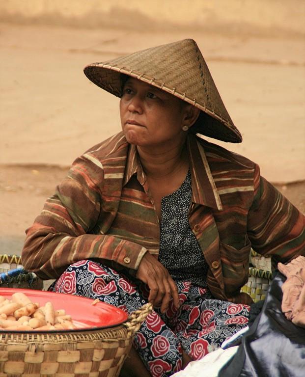 Paysanne sur un marché à NAUG DAW.