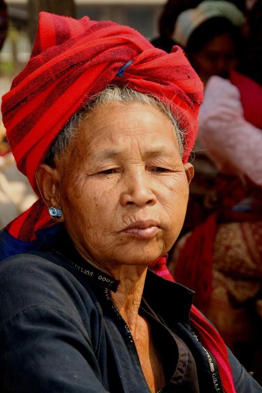 Femme de l'ethnie Pa-o à IN PAW KHANE.