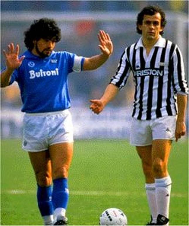 Легендарное фото: великие Марадона и Платини