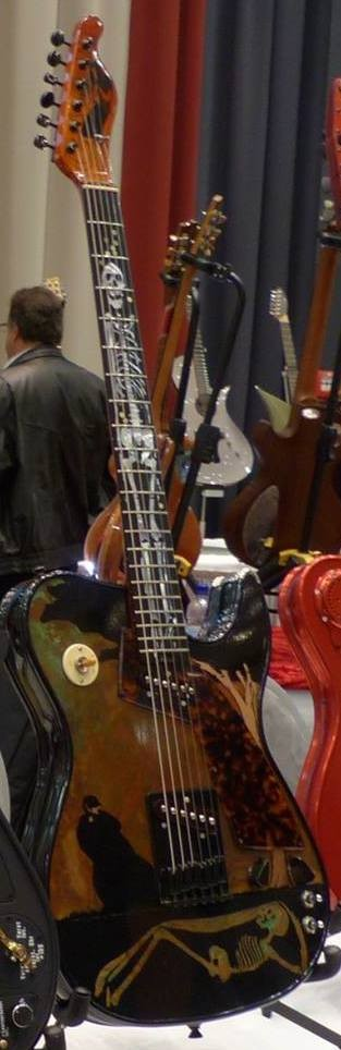Most likely the very last Girlbrand guitar that Chris has sold: Remorse Girl was sold on the Holy Grail Guitar Show in Berlin, november 2014. Beautiful top painted by Chris himself.
