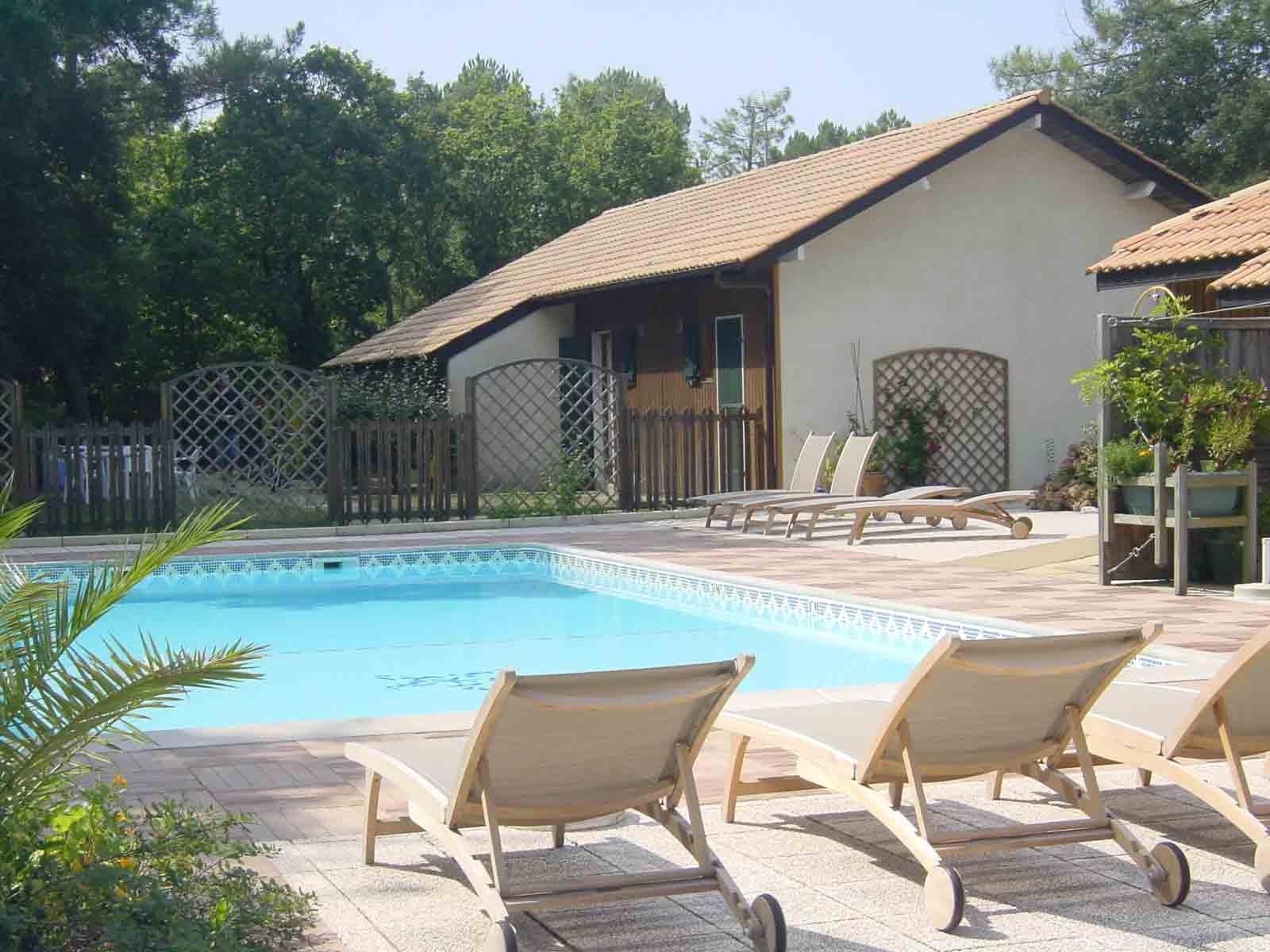 Location de villas dans les landes club dunea locations for Club piscine shawi sud