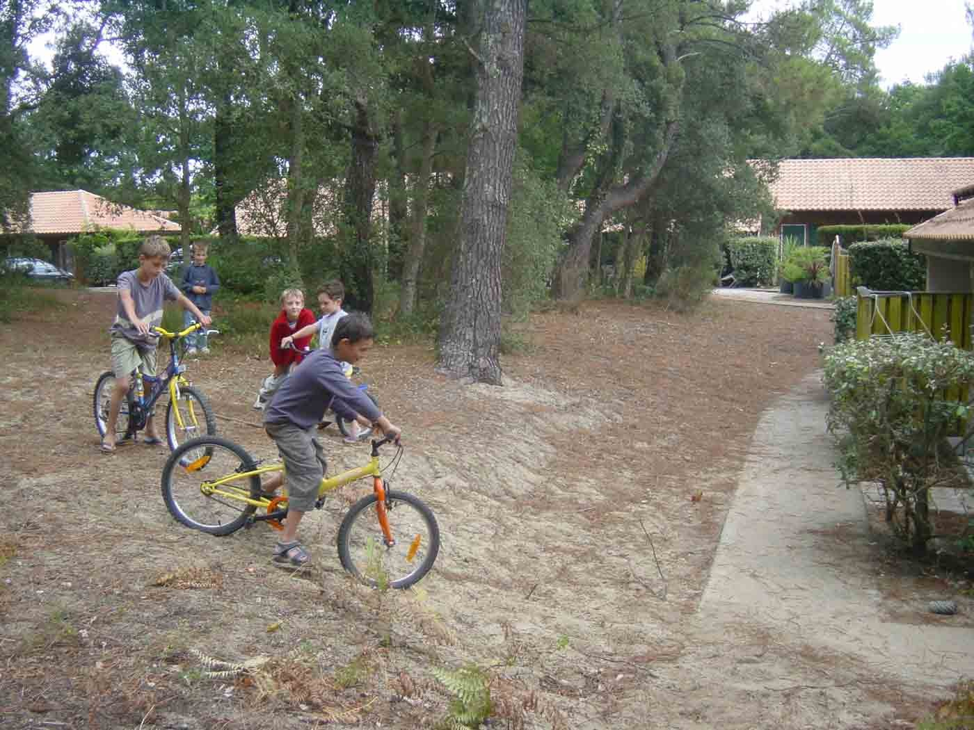 LOCATION VACANCES FAMILLE LANDES PISTE CYCLABLE