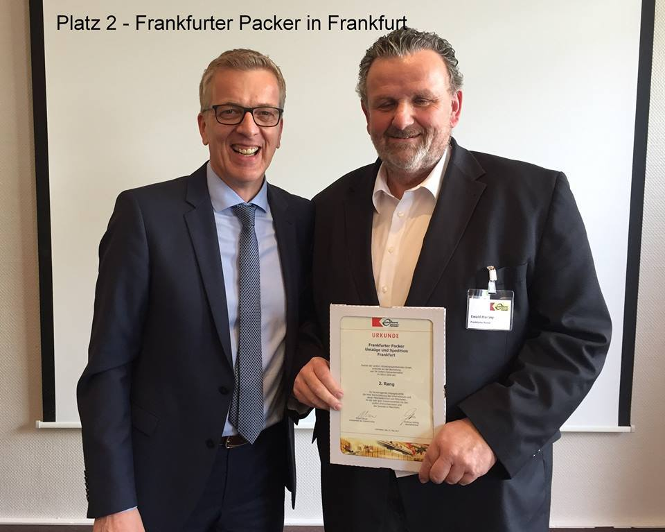 Ewald Martiny with the managing director of confern, Andreas Kölling at the presentation of awards for the TOP 10