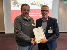 Inhaber und Geschäftsführer der Frankfurter Packer, Ewald Martiny mit dem Geschäftsführer der confern, Andreas Kölling