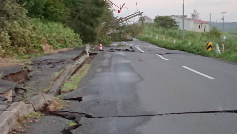 北海道胆振東部地震による山崩れ