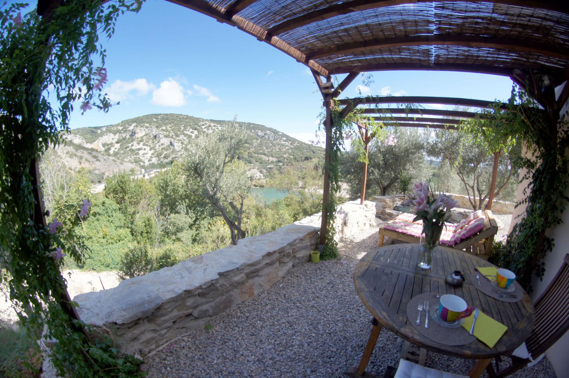 Une terrasse fraiche en été et douce en hiver