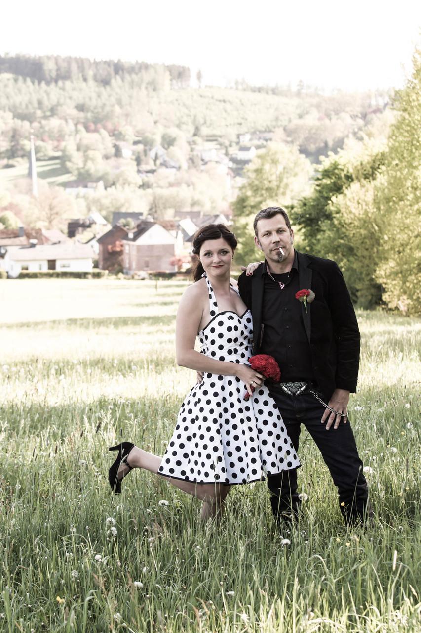 Cooles Brautpaar Humor Zigarette Hochzeit Fotograf NRW Siegen Ferndorf