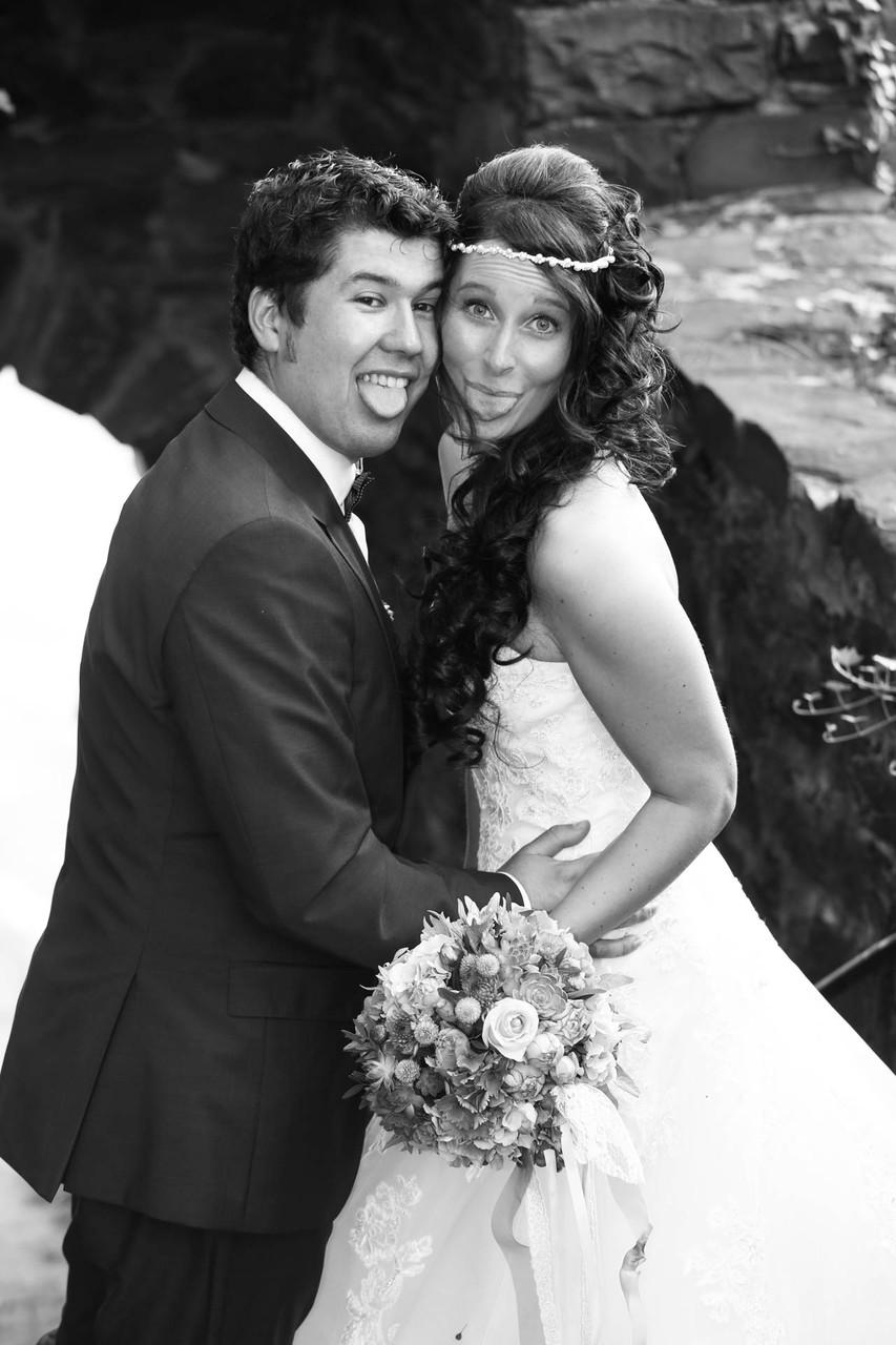 Hochzeit Fotograf in Wuppertal NRW Schloss Burt freches Brautpaar