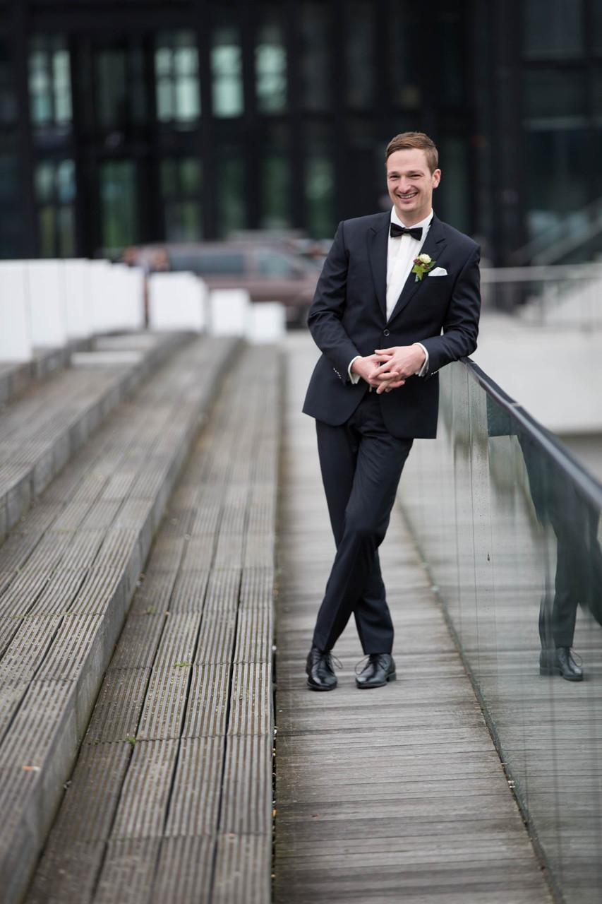 Hochzeitsfotograf Bräutigam NRW Düsseldorf Fotograf aus Wuppertal Ehemann