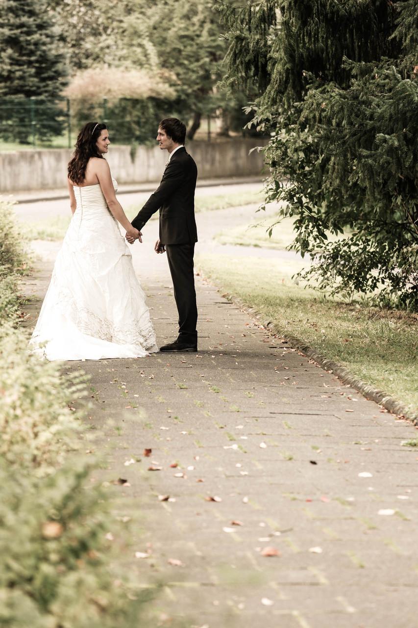 Hochzeitsfotograf Wuppertal NRW Siegerland Vor der Kirche