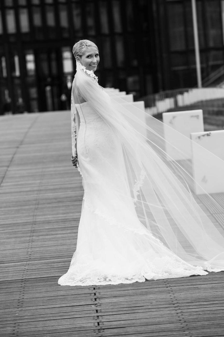 Hochzeit Medienhafen Düsseldorf Brücke erste Begegnung Fotograf in NRW