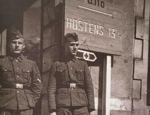 Deux soldats allemands dans le bourg de Belin.