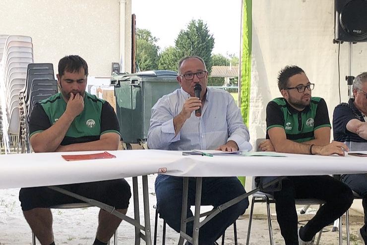 De gauche à droite: Florent Barsacq, co-président du FCBB, Christophe Barsacq, président du FCBB, Pierrick Barsacq, secrétaire général du FCBB