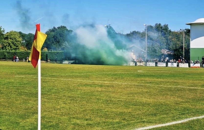 Les fumigènes en question dimanche dernier à l'occasion de l'entrée des joueurs.