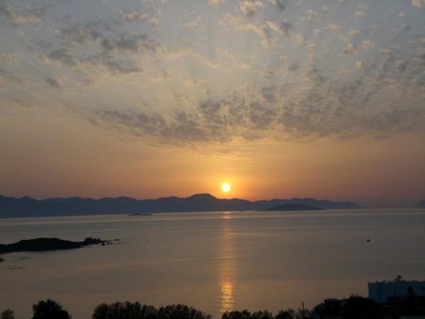 Günes Kalymnos`un üzerinde
