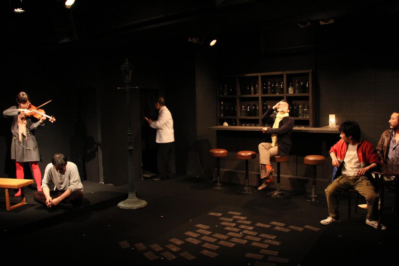 岩田さん(写真真ん中)は某劇団で培ったパフォーマンス力から皆に「カリスマ」と呼ばれたが、あまりのカリスマ性に悪目立つことも多々あった。