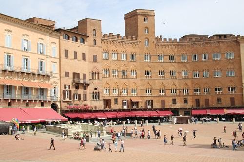 Die Piazza del Campo ist der bedeutenste Platz in Siena