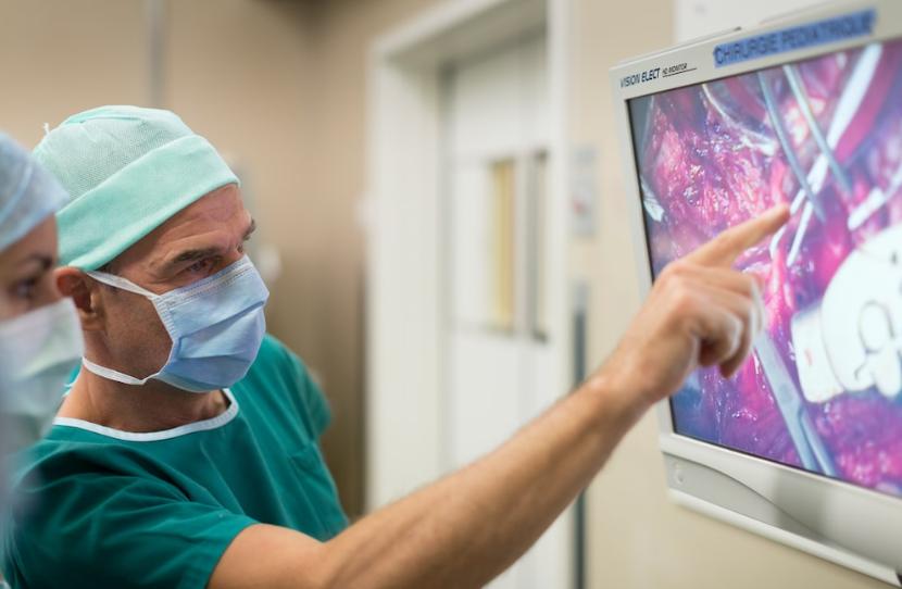 Im Gesundheitswesen sind besonders viele Stellen offen.