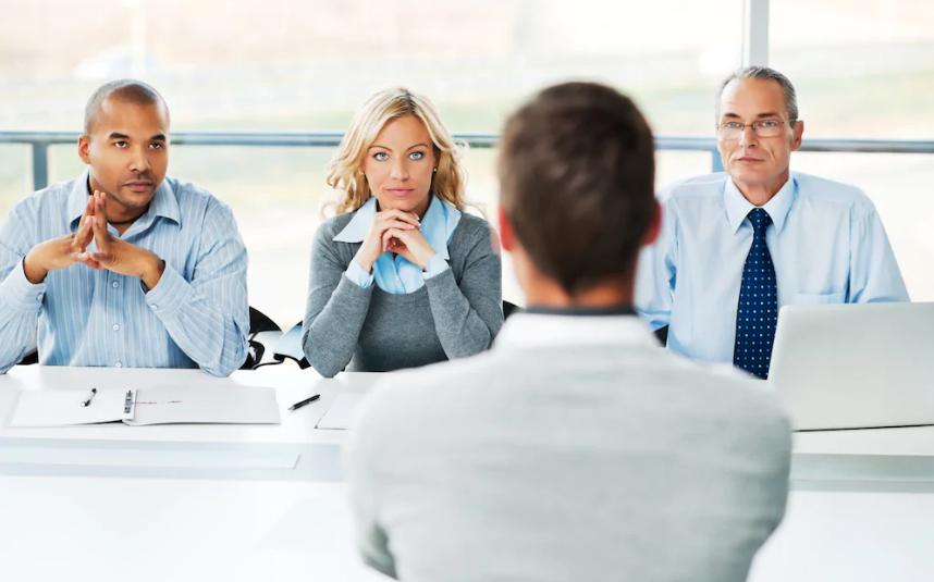 Wer heute zum Vorstellungsgespräch antreten kann, hat gute Chancen auf einen Job.