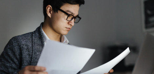 Statt Klartext zu reden, verstecken die Chefs in Arbeitszeugnissen ihre Kritik oft in codierten Formulierungen. Auch 20-Minuten-Leser haben schon Zeugnisse mit vorgestanzten Sätzen erhalten.