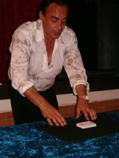 En soirée, Jean Pierre Vallarino nous régale par ses manipulations aériennes.