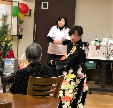 恒例の施設長の日本舞踊です