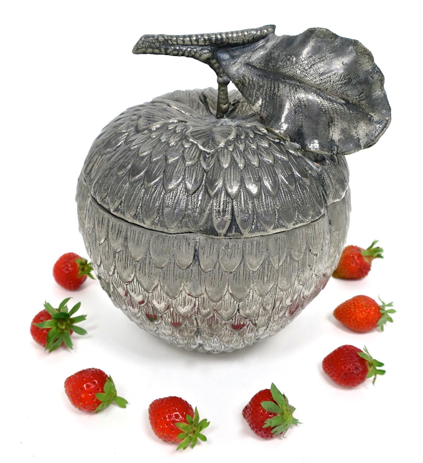 mauromanetti erdbeere strawberry kaufmuseum icebucket hollywood interior geschenke eisbehälter inneneinrichtung midcentury midmos seventies sixties vintage