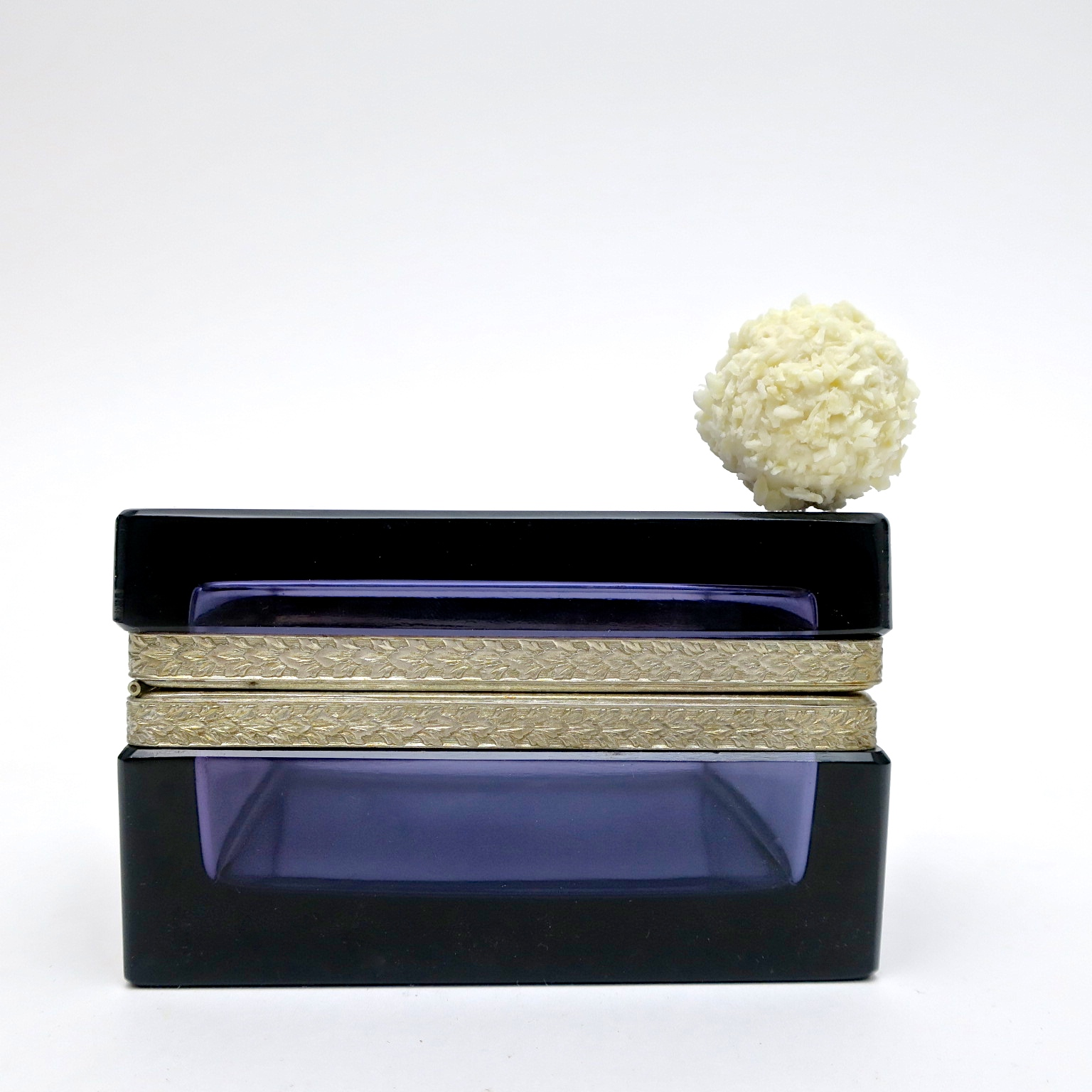 raffaelo trinket box ormolu geschenk hochzeitsgeschenk kaufmuseum murano midmod midcentury noble design interior  glasdose box deckeldose inneneinrichtung purpur amethyst
