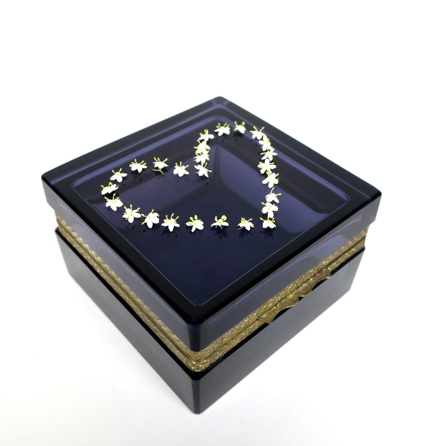 holunder hollerblüten trinket box ormolu geschenk hochzeitsgeschenk kaufmuseum murano midmod midcentury noble design interior  glasdose box deckeldose inneneinrichtung purpur amethyst