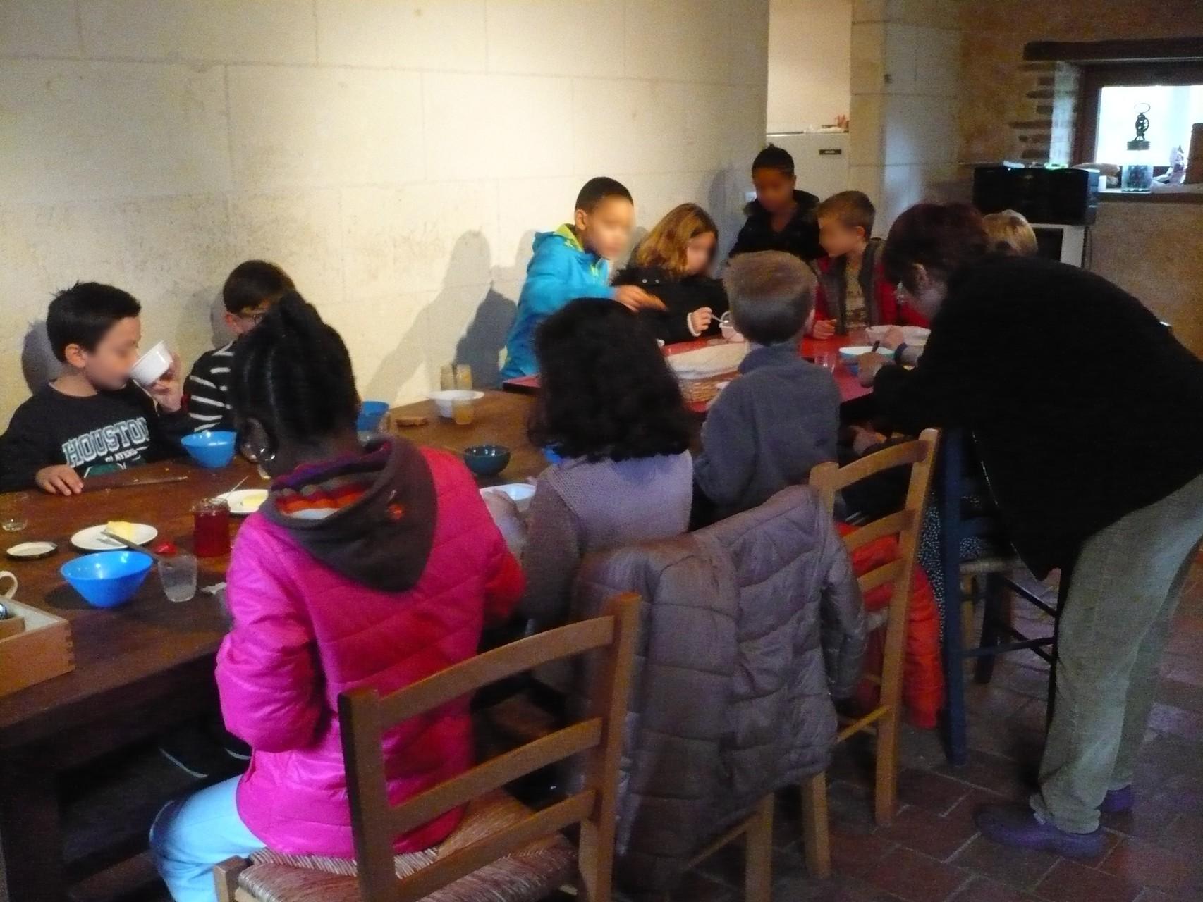 Au menu : pain bio, beurre bio, miels, confitures maison © UNAT Centre