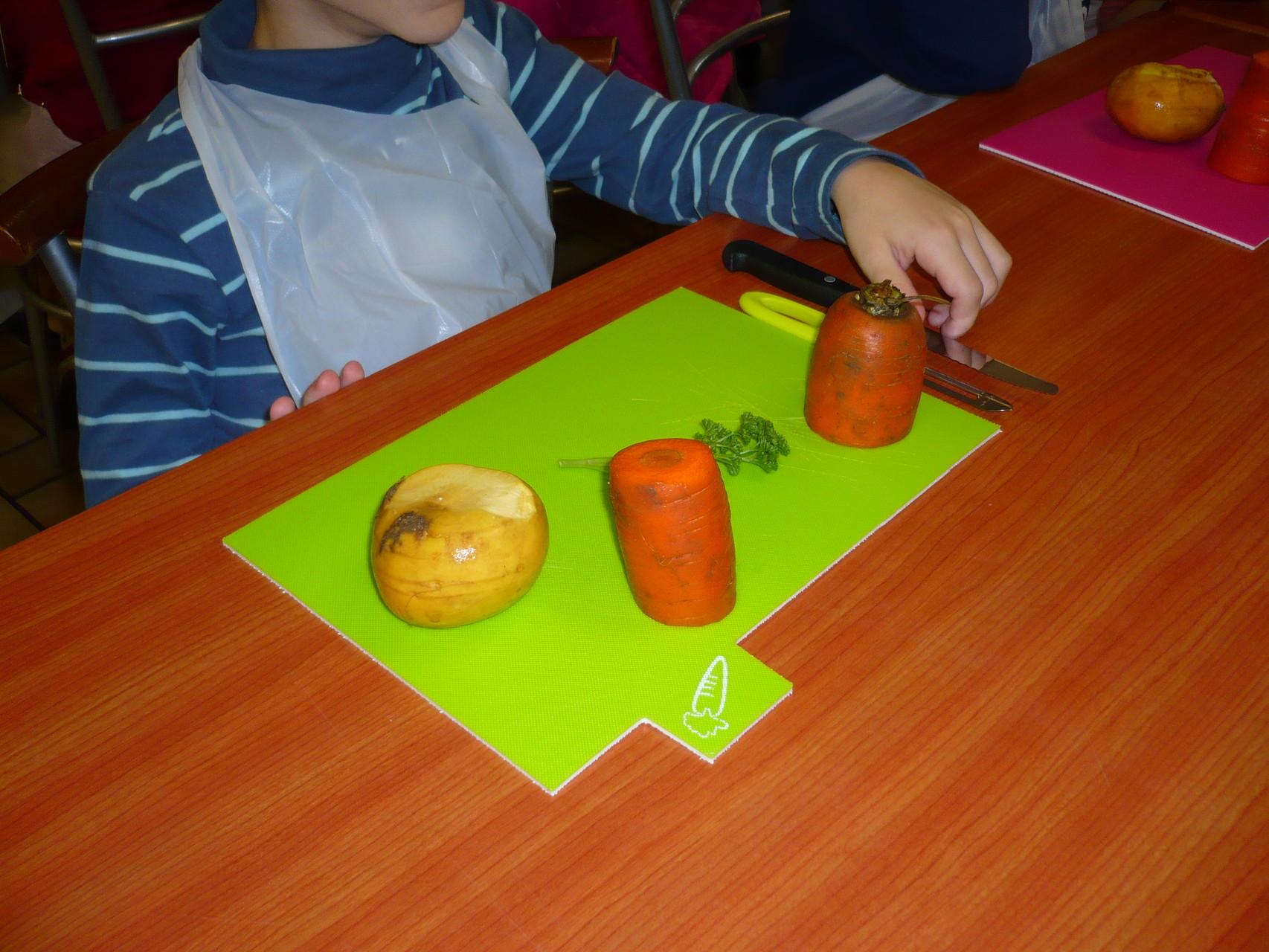 Des pommes de terres. Ce sera un potager cultivateur ! © UNAT Centre