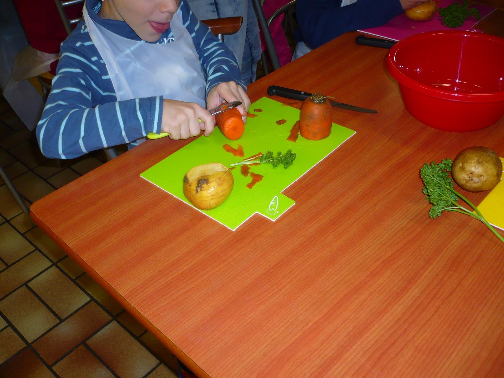 L'épluchage des légumes © UNAT Centre