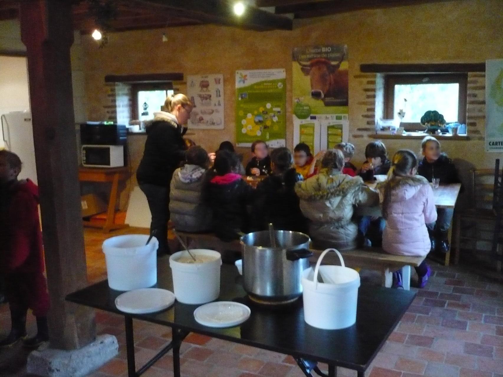 Petit déjeuner à la ferme © UNAT Centre
