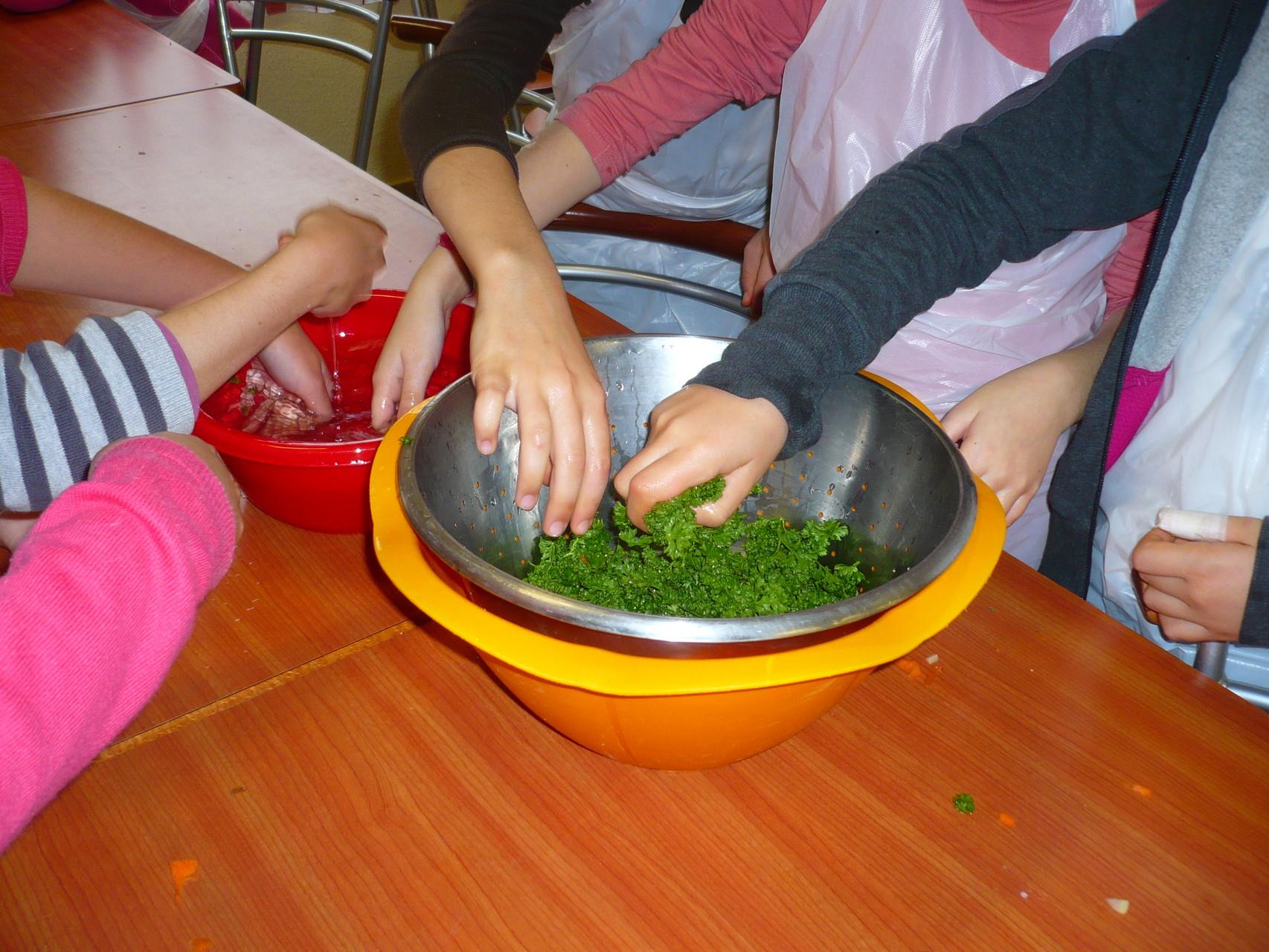 Rinçage du persil © UNAT Centre