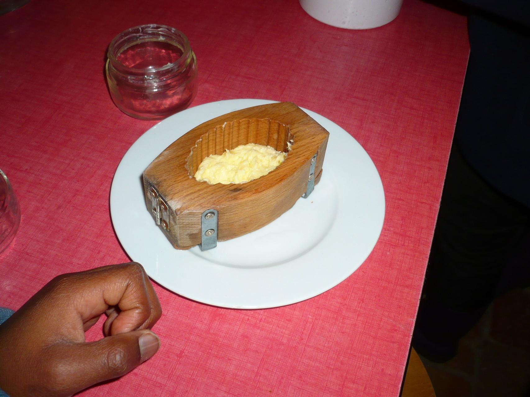 Le moule rempli de beurre © UNAT Centre