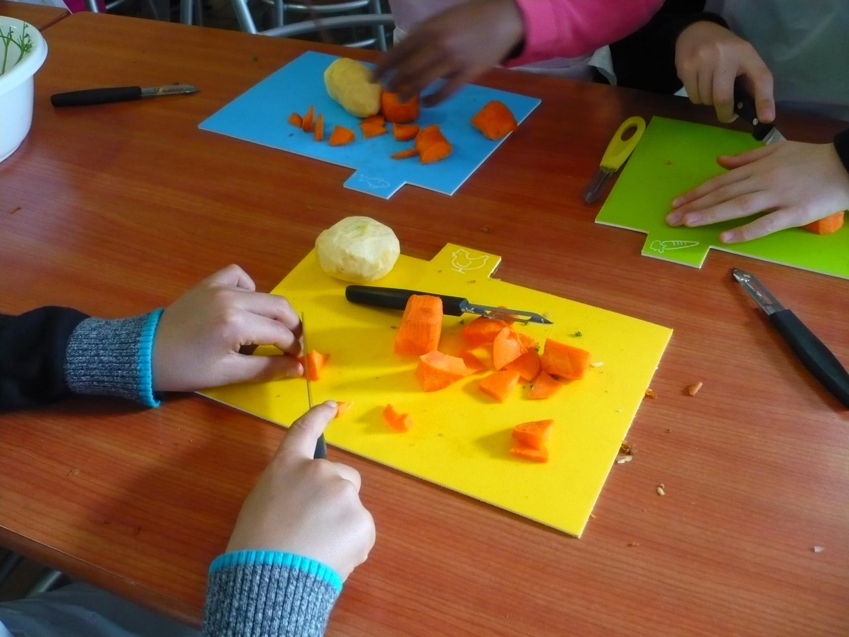 La découpe des légumes © UNAT Centre